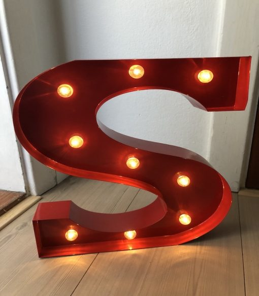 Metal bogstav med LED lys